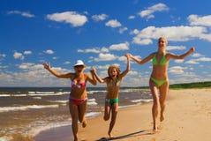 Mutter und zwei Töchter Lizenzfreies Stockfoto