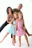 Mutter, Vater und zwei Töchter Lizenzfreie Stockbilder