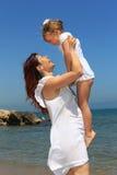 Mutteranhebende Tochter Stockfotografie