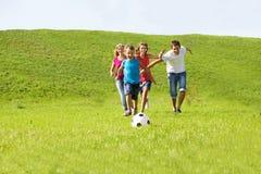 Muttergesellschaft- und Kindlaufen Lizenzfreies Stockbild