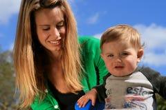 Mutterholding-Baby Stockbilder