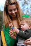 Mutterholding-Baby Lizenzfreies Stockfoto