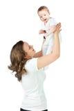 Mutterholdingschätzchen Stockfoto