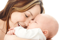 Mutterlächeln zu ihrem Kind stockbild