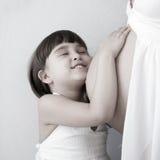Mutterschwangerschaft und -kind stockbilder