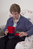 Muttertagesgeschenk-Großmutter-Geburtstag-Geschenk unglücklich Stockfotos
