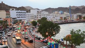 Muttrah Corniche bij schemer, Oman stock videobeelden