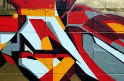 Muur die in kleurrijke graffiti wordt behandeld Stock Foto