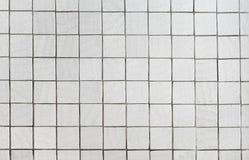 Muur die met grijze tegel wordt behandeld Royalty-vrije Stock Afbeelding