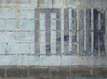 Muur, die muur in het Nederlands betekent die in zwarte wordt geschilderd Royalty-vrije Stock Foto