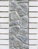 Muur die uit graniet en baksteen wordt samengesteld Royalty-vrije Stock Foto