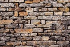 Muur die van natuurlijke steen wordt gebouwd. stock afbeeldingen