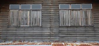Muur en deur Houten huis, Oude huismuur, Khonkaen Thailand Stock Afbeeldingen