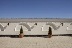 Muur en hemel, minimalism Stock Foto's