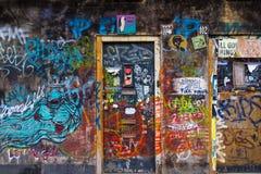 Muur geschilderde graffiti in Amsterdam Stock Afbeeldingen