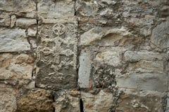 Muur met afdrukken van oude fresko's Stock Foto's