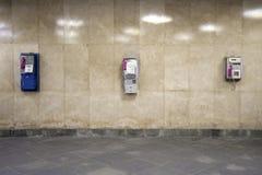 Muur met drie telefoons stock foto's