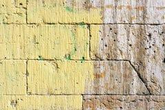 Muur met gele verf Stock Foto's