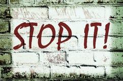 Muur met graffiti die zegt Stock Fotografie