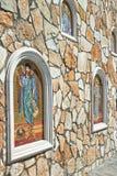 Muur met mozaïekpictogrammen naast de Griekse kerk van Onze Dame, Cyprus Stock Foto