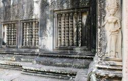 Muur met ornamenten en hulp wordt verfraaid die Stock Afbeelding