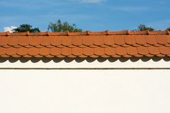 Muur met rood dak royalty-vrije stock fotografie