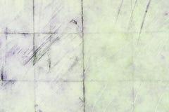 Muur met tegels van marmer met krassen en strepen Textuur van oud, gekrast plakkenclose-up royalty-vrije stock fotografie