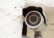 Muur opgezette toezichtcamera Stock Foto's