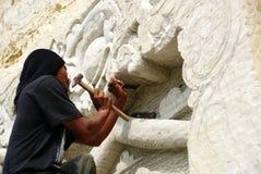 Muur snijdende kunstenaar royalty-vrije stock fotografie
