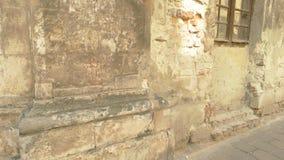 Muur van de beschadigde bouw stock videobeelden