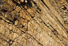 Muur van de lagen van geel zandsteen Stock Fotografie
