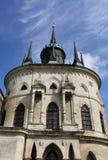Muur van de witte steen gotische kerk royalty-vrije stock foto's