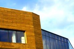 Muur van een modern die gebouw van gele houten planken wordt gemaakt Royalty-vrije Stock Afbeelding