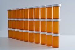Muur van Geneeskundeflessen Stock Foto's