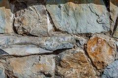 Muur van groot steen geweven basalt Goede achtergrond voor behang stock foto's