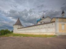Muur van het bisschoppelijke vrouwelijke Klooster van Vvedensky in Serpukhov royalty-vrije stock afbeelding