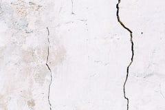 Muur van het Grunge de concrete cement met barst royalty-vrije stock foto