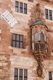 Muur van het Nurnberg de oude huis ornamnts en schilderijen Stock Afbeelding