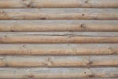 Muur van lichte horizontale houten logboeken, natuurlijke achtergrond Stock Foto's