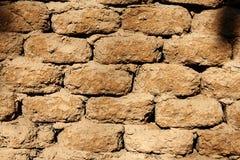 Muur van modderbakstenen die wordt gemaakt Stock Afbeelding