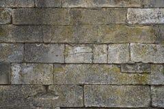 Muur van oude baksteen van verschillende vormen Stock Afbeeldingen