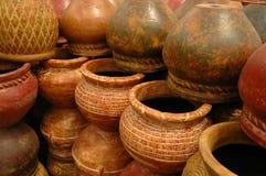 Muur van Potten stock afbeeldingen