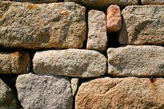 Muur van roze granietsteen Stock Afbeeldingen