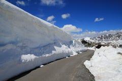 Muur van sneeuw royalty-vrije stock afbeeldingen
