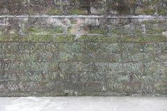 Muur van uitstekende baksteen stock fotografie