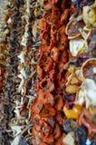 Muur van vruchten om pendut met kabels te drogen Royalty-vrije Stock Foto