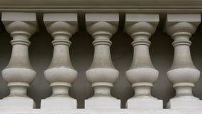 Muur van witte kolommen Stock Afbeeldingen