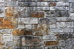 Muurachtergrond met divers - met maat steenplakken Royalty-vrije Stock Afbeeldingen