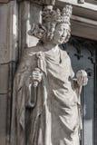 Muurcijfer van koningin bij hoofdfaã§ade van kathedraal in Maagdenburg, stock foto's