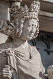 Muurcijfer van koningin bij hoofdfaã§ade van kathedraal in Maagdenburg, stock afbeeldingen